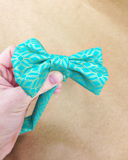 5 Minute No Sew DIY Easter Bowtie for your Dog // Ammo the Dachshund